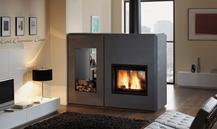insert muni d 39 un foyer fonctionnant au bois de chauffage avec vue du feu sur 2 faces. Black Bedroom Furniture Sets. Home Design Ideas